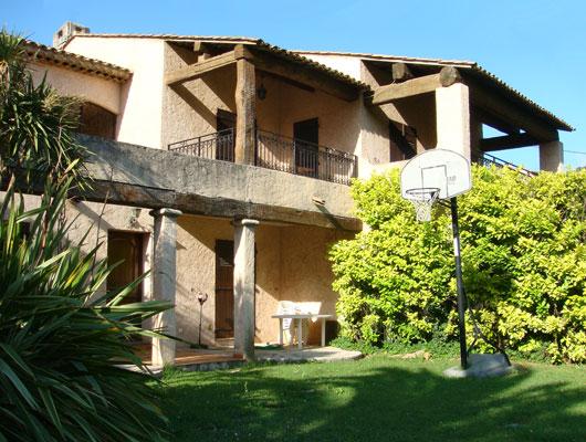 Le jardin la bastide des oliviers for Villas de jardin port glaud
